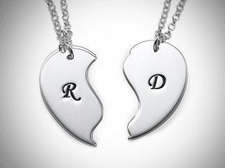 Elegant halskæde til par med initialer